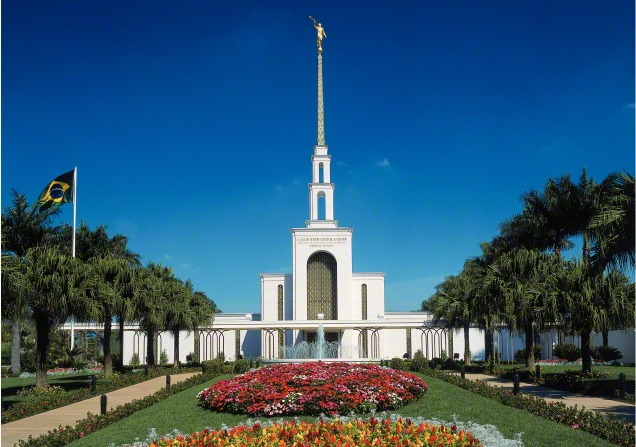The front of the São Paulo Brazil Temple, with a view of the entrance, the fountain, and trees and flowers on the grounds during the daytime.