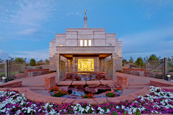 The front of the Snowflake Arizona Temple, with a view of the fountain, the entrance, and flowers on the grounds around the temple.