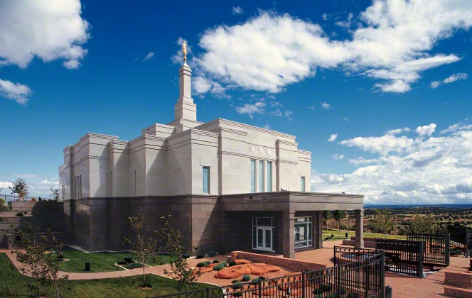 The entire Snowflake Arizona Temple in daytime, with a view of the grounds and fountain and a partial view of the valley below.