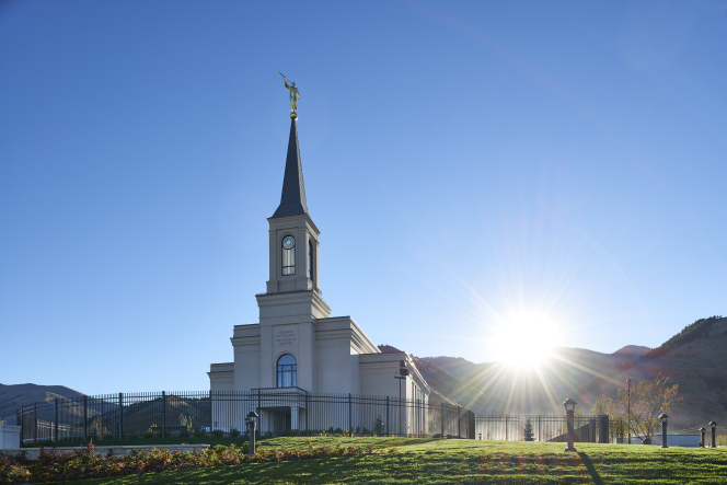 The exterior of the Star Valley Wyoming Temple with the sun shining from behind.