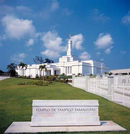 The name sign of the Tampico Mexico Temple, with the temple and grounds behind it.