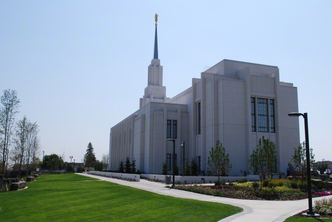 The back of the Twin Falls Idaho Temple, with the grounds lined with trees and bushes.