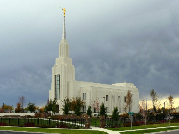 A side view of the Twin Falls Idaho Temple, with the fence surrounding the grounds.