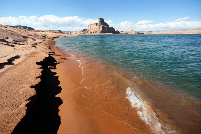 The red rock beach and mountains at Lake Powell in Utah.